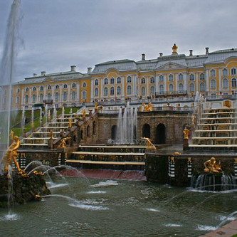 600px-Peterhof_Fountains_01_-_Big_Cascade_03